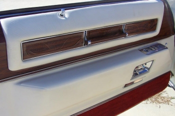 1976 Cadillac Eldorado Bicentennial 1256 - driver door int.jpg