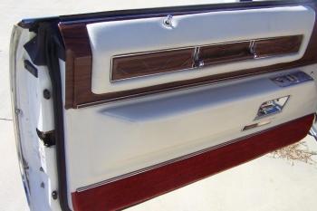 1976 Cadillac Eldorado Bicentennial 1256 - left door int 4.jpg