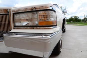 1990 Cad Fleetwood Brougham - c1270  (12).jpg