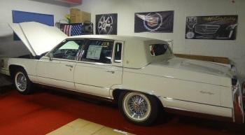 1991 Cadillac Brougham JF C1286 (2u).jpg