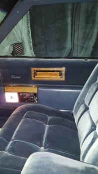 1983 Cadillac Fleetwood Brougham C1302 - Int (3).jpg
