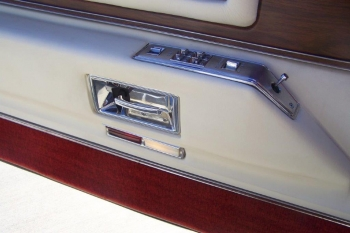 1976 Cadillac Eldorado ConvertibleBicentennial(C1314)-Int (12).jpg